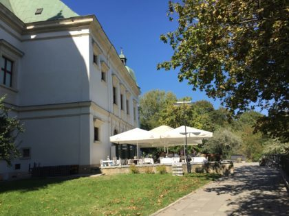 Center for Contemporary Art – Ujazdowski Castle in Warsaw with children, attractions for kids, Qchnia Artystyczna restaurant terrace summer