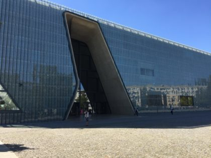 POLIN – Museum of the History of Polish Jews in Warsaw with children, attractions for kids, building from the outside, entrance
