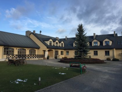 Sielanka Hotel (Hotel Sielanka nad Pilicą) with kids, attractions for children, hotel building from the outside