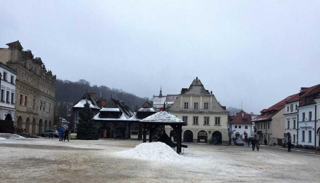 Kazimierz Dolny with kids - market square